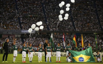 Realizan homenaje a Chapecoense en final de la Copa Sudamericana