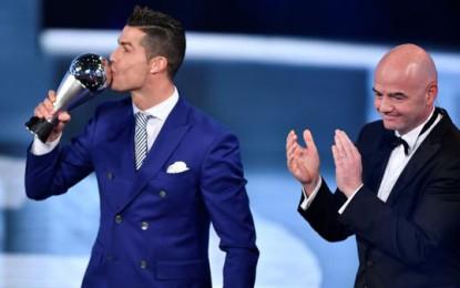 """La FIFA otorga a Cristiano Ronaldo el premio """"The Best"""" al mejor jugador del mundo"""