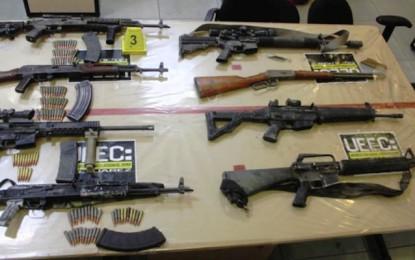 """Aseguran 12 """"cuernos de chivo"""" y rifles en Juárez"""