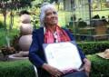 Mexicana de 80 años se tituló en Derecho, es su tercera carrera universitaria