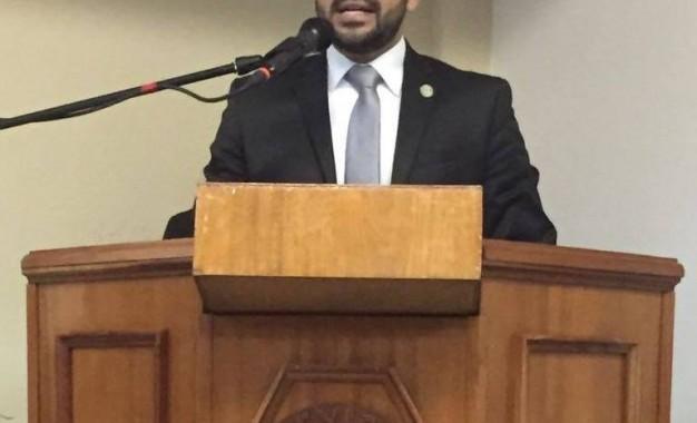 Inconformes abogados con designación del Gobernador
