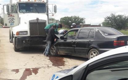 VÍDEO: Choca con un camión en la Av. Elisa Griensen