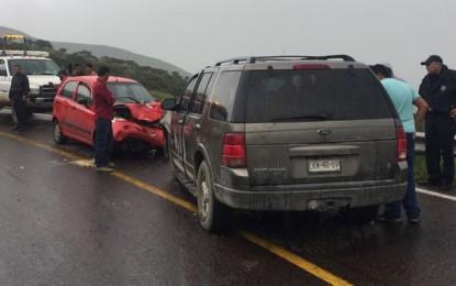 Choque frontal en carretera Parral a Gpe y Calvo; un lesionado