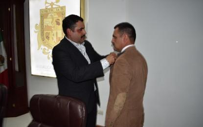 El Alcalde, Alfredo Lozoya, solicita licencia al cargo.