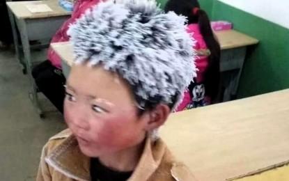 Viral: Niño llega congelado a clases y conmueve al mundo