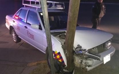 Se impacta taxista contra objeto fijo