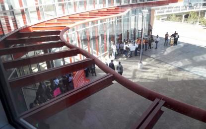 Bloquean acceso a trabajadores en el edificio de gobierno por manifestación
