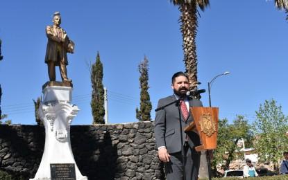 """El Municipio y la Escuela """"Melchor Gándara"""" recuerdan el natalicio de Don Benito Juárez"""