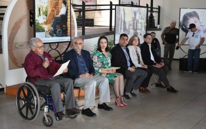 """El Alcalde, Alfredo Lozoya, pone en marcha la muestra fotográfica """"Los colores de la discapacidad"""""""