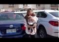 Mujer deja a su bebé en el auto para irse a desayunar, la llaman #MadreDelAño