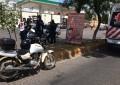 VÍDEO: Motociclista choca vs camioneta en la Centenario