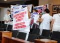 Protestan enfermeros en Congreso por falta de pagos salariales