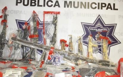 "Decomisa Policía arsenal en Juárez; 18 ""cuernos"" totalmente bañados en ¡oro!"