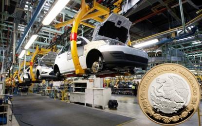 Aranceles a autos sumergen al peso; dólar sube a este precio