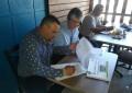 Ante notario público, Arturo Medina firma propuestas de campaña