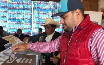 Efectuó Arturo Medina su voto en comunidad de Balleza