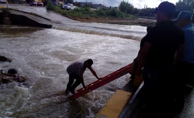 VÍDEO: Hombre cae al Río en el Vado de Mathasa, Fue rescatado por Bomberos