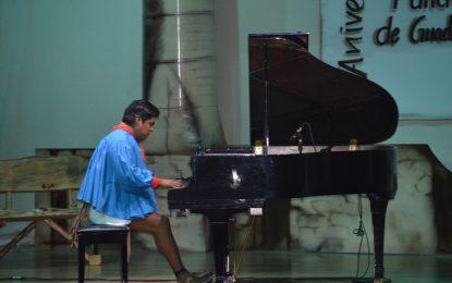Espectacular presentación del pianista Romeyno Gutiérrez en la conmemoración del 183 aniversario de Gpe y Calvo