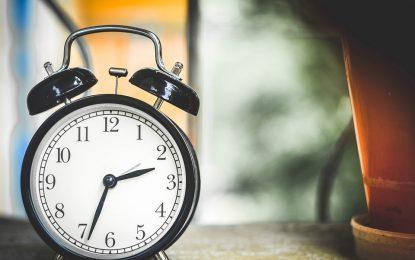 Esta noche cambia el horario; no olvides atrasar el reloj una hora