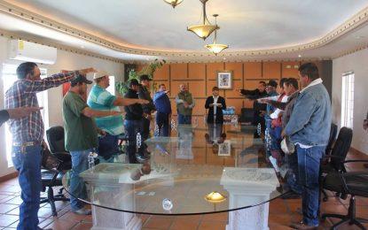 Nombra Jenny Figueroa a comisarios de policía en Allende