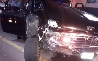 VÍDEO: Chocan de frente dos camionetas en el Boulevard Ortiz Mena; un lesionado