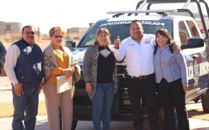 Entrega Jenny Figueroa patrulla nueva y uniformes a policías de Allende