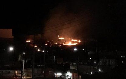 VÍDEO: Incendio de pasto en la parte alta de la Ampliación Juárez