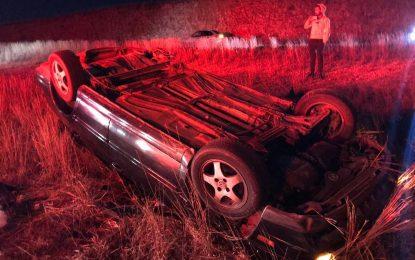 VÍDEO: Vuelca vehículo cerca del CERESO