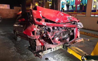 VIDEO: Choque entre dos vehículos en las Quintas deja cuantiosos daños