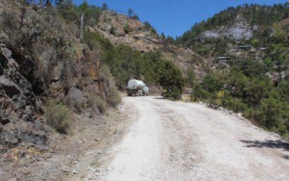 Realizan revestimiento de caminos en la cabecera municipal de Gpe y Calvo