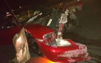VIDEO: Colisiona automóvil contra tráiler; 3 lesionados