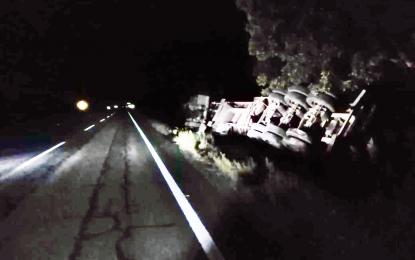 Vuelca camión en la Parral a Jiménez; cuantiosos daños