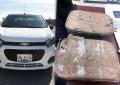 Ocultaban 2 kg de cristal en tablero de vehículo; Federales los detienen