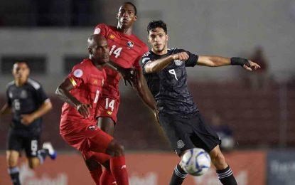 Jiménez rompe récord de 'Chicharito' en goleada a Panamá