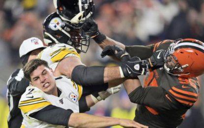 VÍDEO: Puñetazos y patadas; brutal pelea entre Browns y Steelers