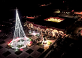 Histórico Árbol Navideño en Valle de Allende; acuden cientos a posada