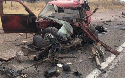 VIDEO: Impactante choque de camioneta y camión en la vía corta