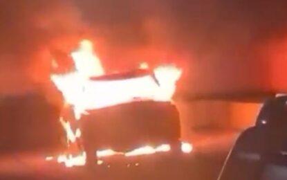 Arde en llamas una camioneta en el Barrio del Conejo : Perdidas totales
