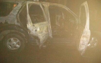 Pérdidas totales en incendio de vehículo de la col. Che Guevara