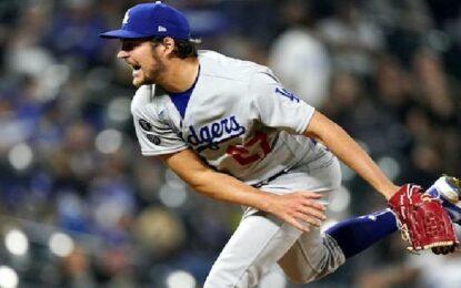 Trevor Bauer coquetea con el sin hit y Dodgers gana primer juego 14-6