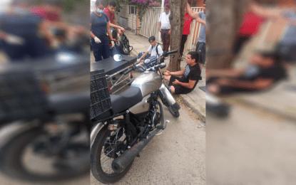 Atípico choque entre motociclistas deja dos personas lesionadas