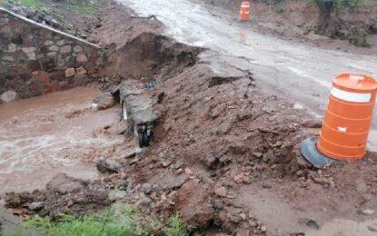 """A punto de desbarrancarse"": piden no tomar carretera a Buenaventura"