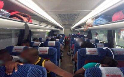 Niegan empresas de autobuses viajes a migrantes
