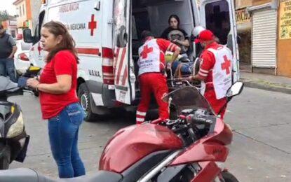 VIDEO: Accidente de motociclista en la Av. Centauro; dos lesionados