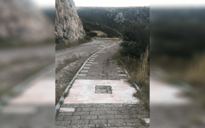 Roban placa en escalinata al Cerro de la Antena