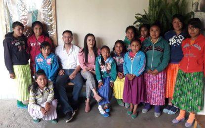 Atiende DIF Municipal de Guadalupe y Calvo a niños que tapan hoyos en la carretera