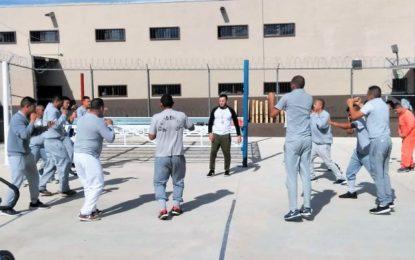 Inician entrenamiento de box profesional en CERESO de Parral