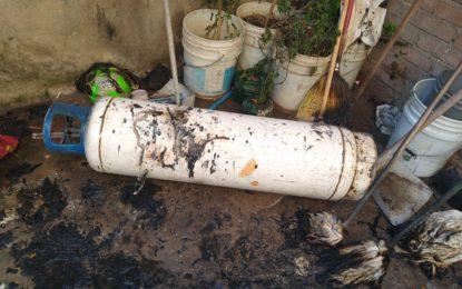 Explota tanque de gas en la colonia CNOP; resultan cuatro personas lesionadas