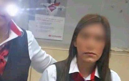 Cliente se disculpa con cajera de Santander por acusarla sin pruebas