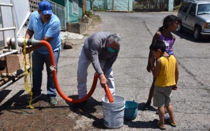 Lleva Miguel Jurado Prieto pipas de agua a la colonia Zapata